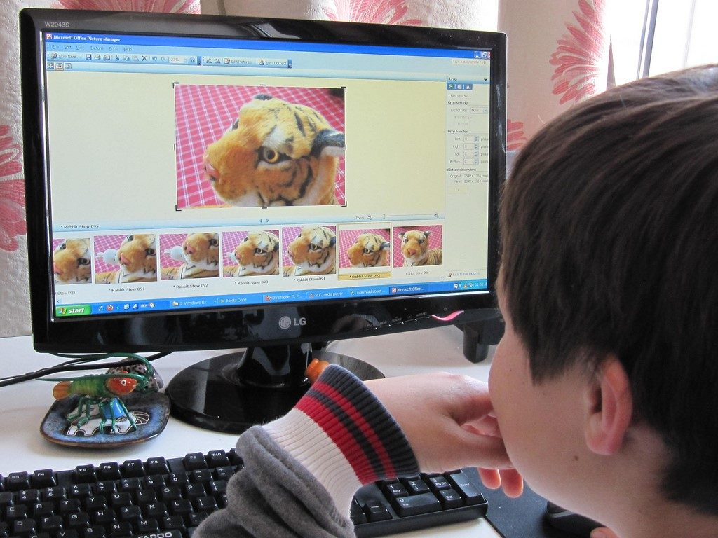 children using modren technology