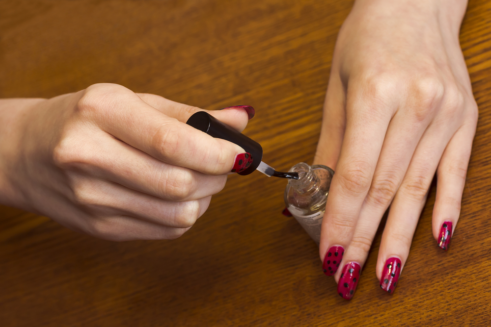 add-an-extra-layer-of-topcoat-to-prolong-your-manicure