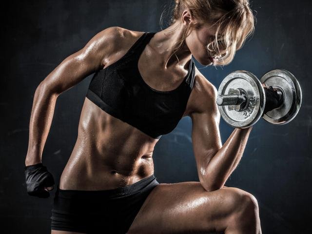 woman_lifting_weights