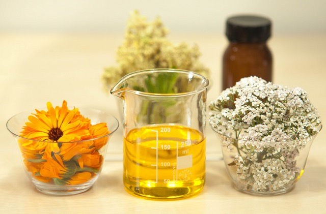 7 Essential Oils You Can Use to Relax