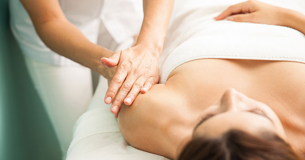 breast-massage-to-lift-breasts-naturally