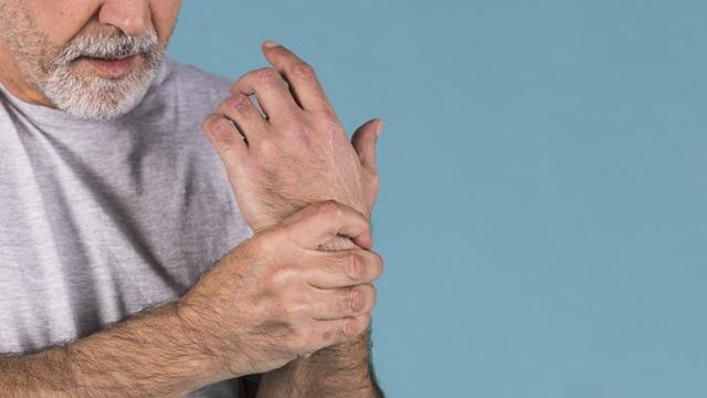 Symptoms of de Quervain's Tenosynovitis